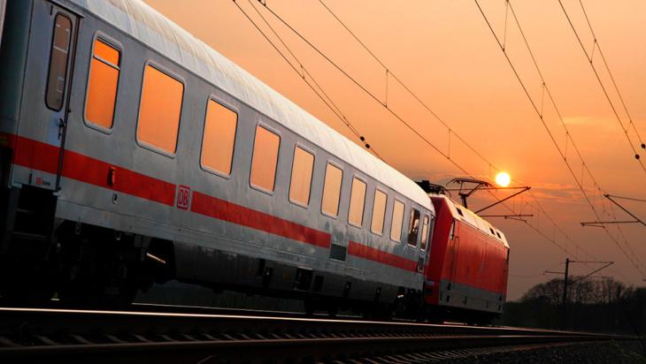 IC mit Lok der Baureihe 101 © DB AG/Bartlomiej Banaszak