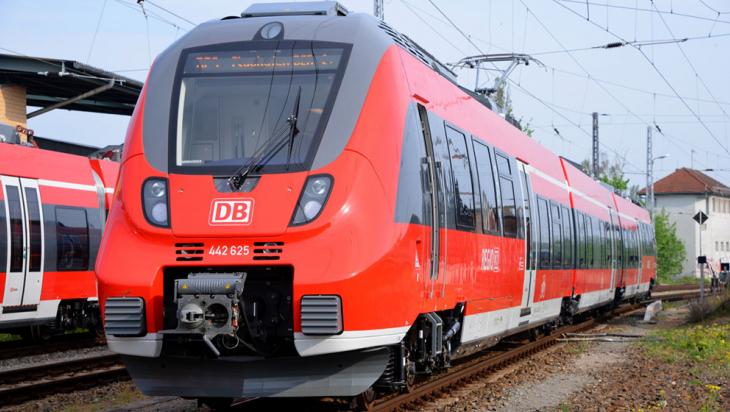 """Die """"Hamsterbacke"""": ET 442 Talent 2 mit drei Triebwagen © DB AG/Jet-Foto Kranert"""