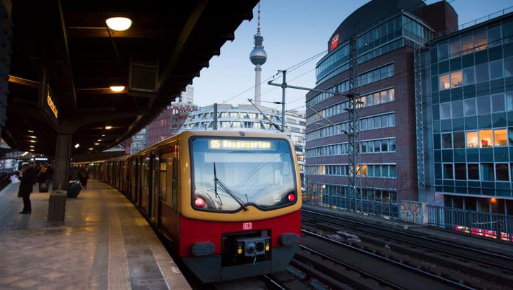 "S-Bahn an der Station ""Hackescher Markt"" in Berlin © DB AG/Bartlomiej Banaszak"
