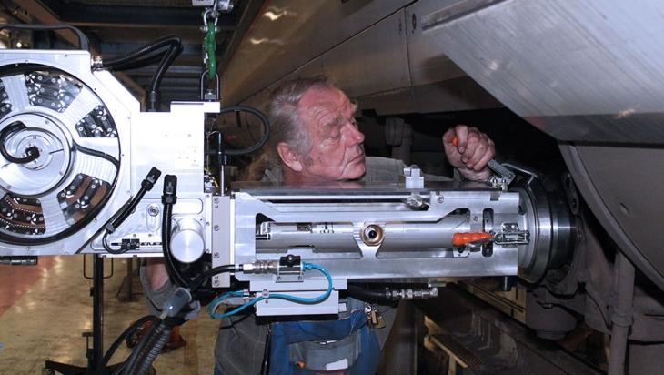 Die Radsatzwellen eines ICE werden per Ultraschall geprüft @ DB AG