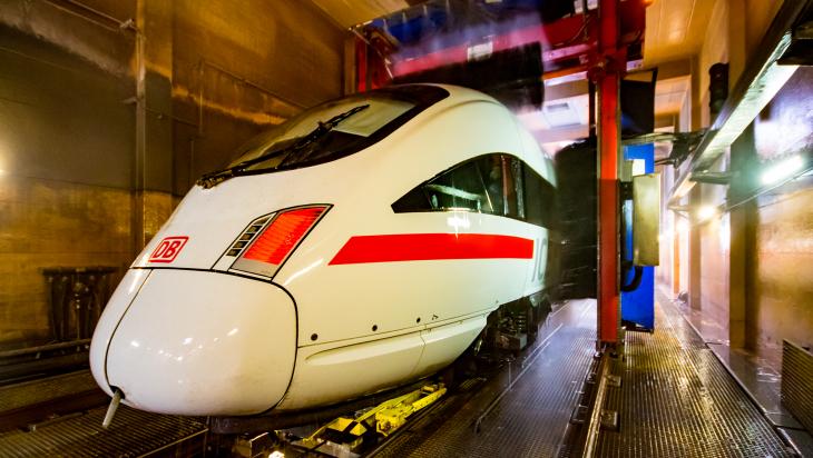 ICE-Waschanlage / Bild: DB AG/Hartmut-Joachim Sigrist