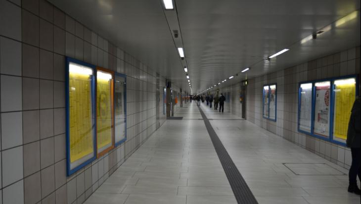 Ein langer Gang im Düsseldorfer Hauptbahnhof