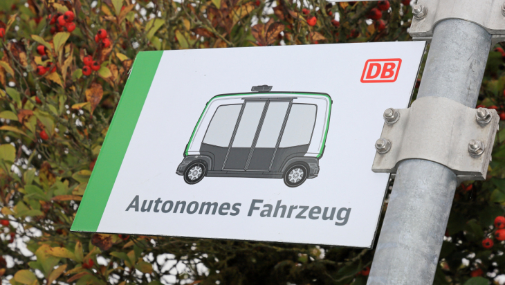 Autonomer Bus / Bild: Deutsche Bahn AG / Uwe Miethe