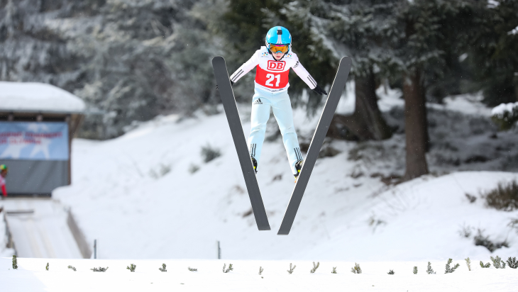 Ski-Springen beim Winterfinale von Jugend trainiert