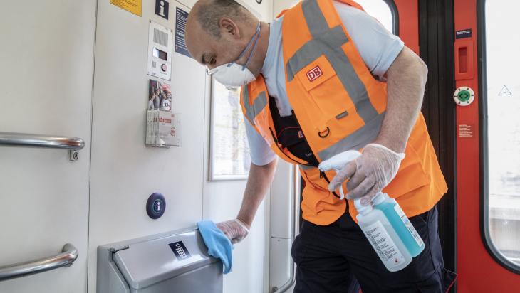 Reinigung im Zug; Bild: DB AG / Pablo Castagnola (DB178161)