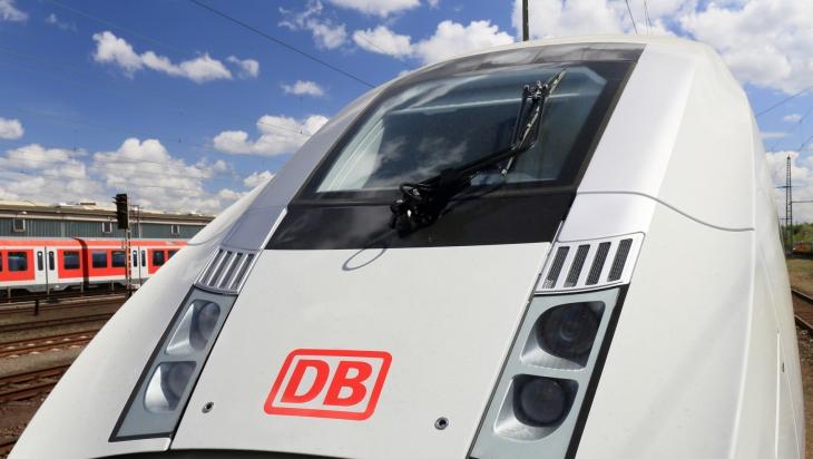 Das Cockpit des neuen ICE 4, Baureihe 412, von außen © DB AG / Uwe Miethe