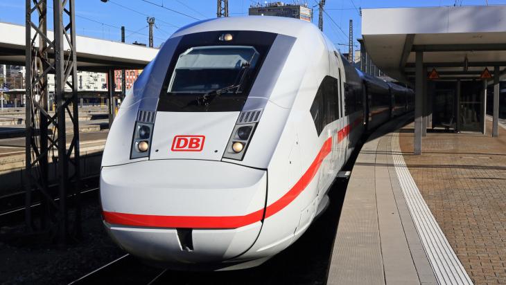 Das Cockpit des neuen ICE 4, von außen; Bildnachweis: DB AG/Uwe Miethe (DB117840)