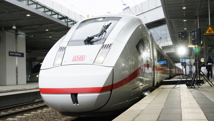 Das ist der neueste ICE - der ICE 4; Bild: DB/Volker Emersleben