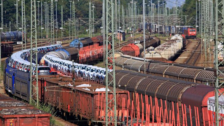 Güterverkehr bei der Bahn; Bild: DB AG / Uwe Miethe (DB141546)