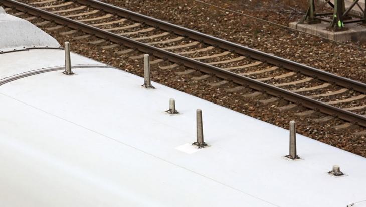 Dachantennen eines ICE 3, Baureihe 403, auf dem Speisewagen © DB AG / Uwe Miethe