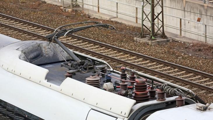Stromabnehmer eines ICE 3, Baureihe 403 © DB AG / Uwe Miethe