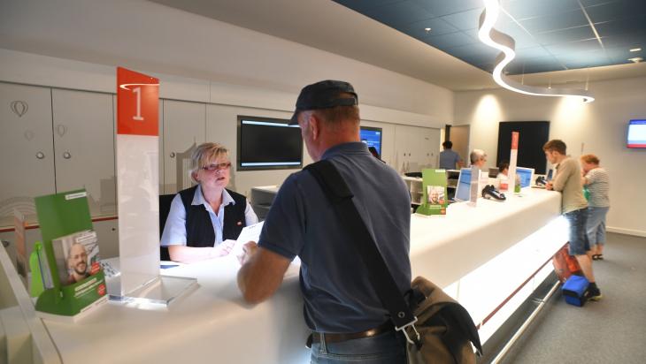 Ein Blick ins Reisezentrum in Leipzig; Bild: DB AG/ Jet-Foto Kranert (DB166969)