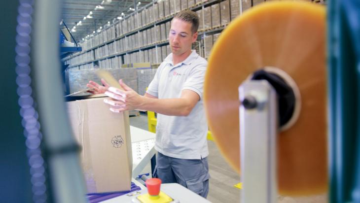 Ein Logistikmitarbeiter im Einsatz; Bild: DB AG, Ralf Kreuels (DB16810)