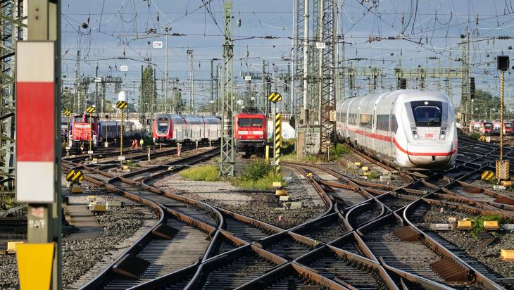 Weichen am Frankfurter Hauptbahnhof; Foto: DB AG / Volker Emersleben
