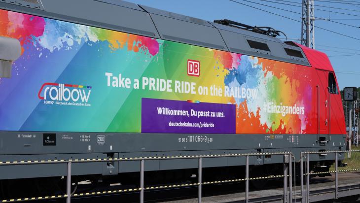 Pride Ride Lok; Foto: DB AG / Volker Emersleben