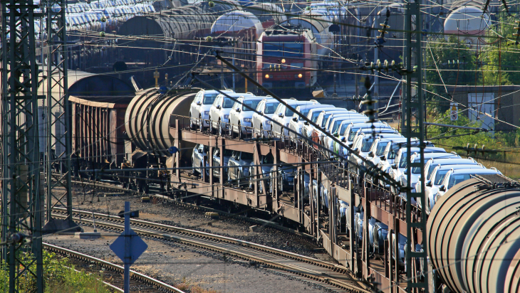 Güterverkehr bei der Bahn; Bild: DB AG/Uwe Miethe
