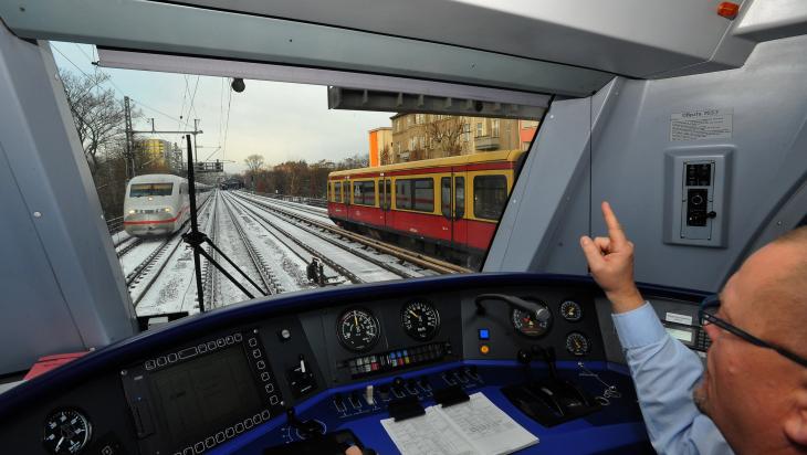 Ein Lokführer bei der Arbeit © DB AG/JET-Foto Kranert (DB82555)