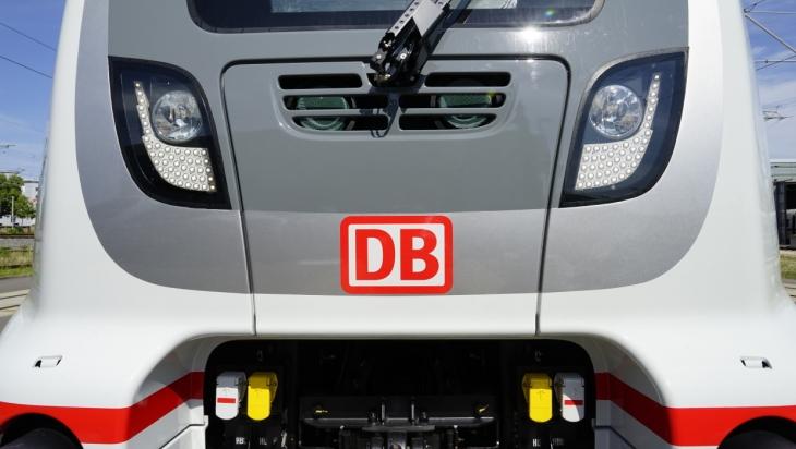 Der neue IC2 von vorne, Bild: DB/Volker Emersleben