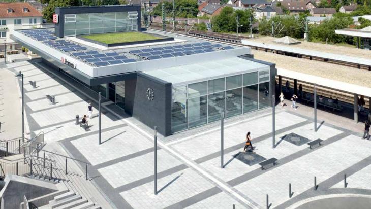 Grüner Bahnhof: Deutsche Bahn AG / Christian Gahl