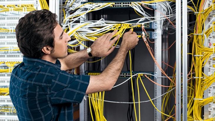 Ein Computerfachmann © DB AG/Max Lautenschläger