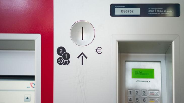 Hier oben ist der Münzschlitz des Fahrkartenautomaten © DB AG/Friedrich