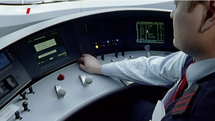 Lokführer im Cockpit / Bild: WDR