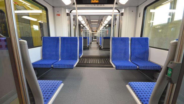 Sitze in der S-Bahn; Bild: Jens Wiesner