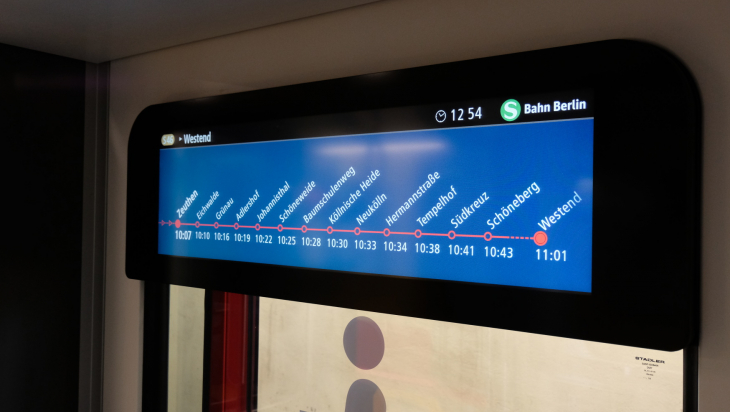 Digitale Anzeige in der S-Bahn; Bild: Jens Wiesner