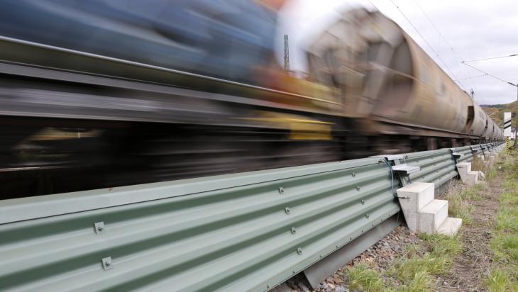 Niedrige Schallschutzwand; Bild: DB AG / Lothar Mantel
