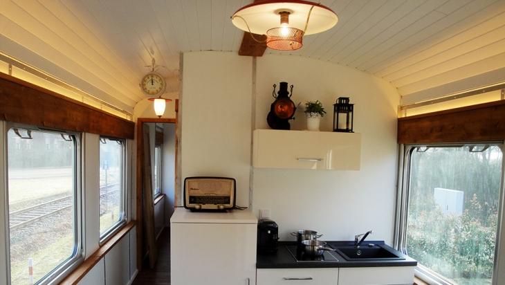 Jeder Waggon hat eine kleine Küche © Matthias Müller, felsenland-design