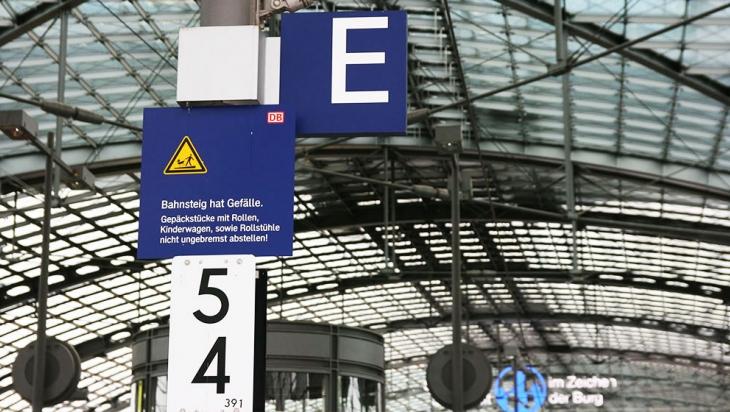 "Abschnitt ""E"" am Bahnsteig © DB AG"