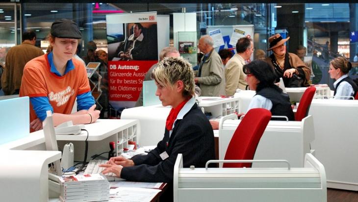 Mitarbeiter im Reisezentrum © DB AG/Hartmut Reiche
