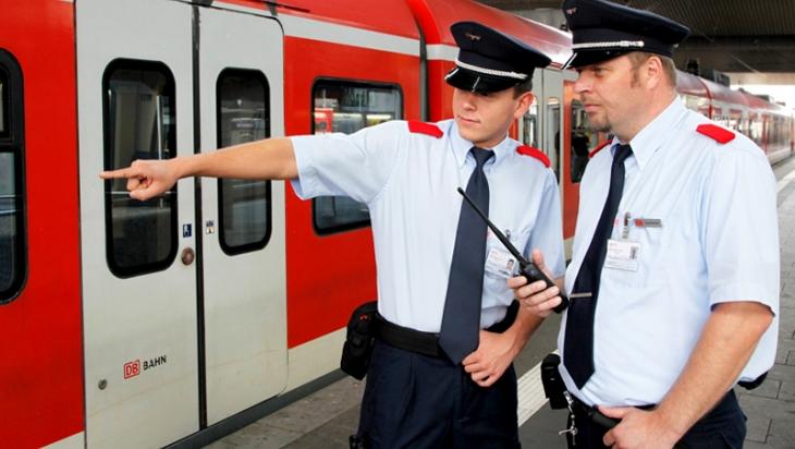 Zwei Fachrkäfte für Schutz und Sicherheit © DB AG/Jürgen Brefort