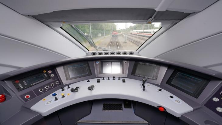 Das Cockpit des neuen ICE; Bild: DB AG