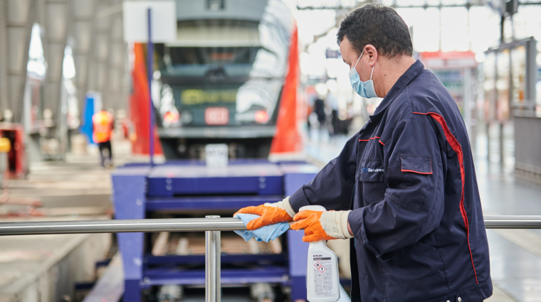 Reinigungsoffensive; Foto: Deutsche Bahn AG / Stefan Wildhirt
