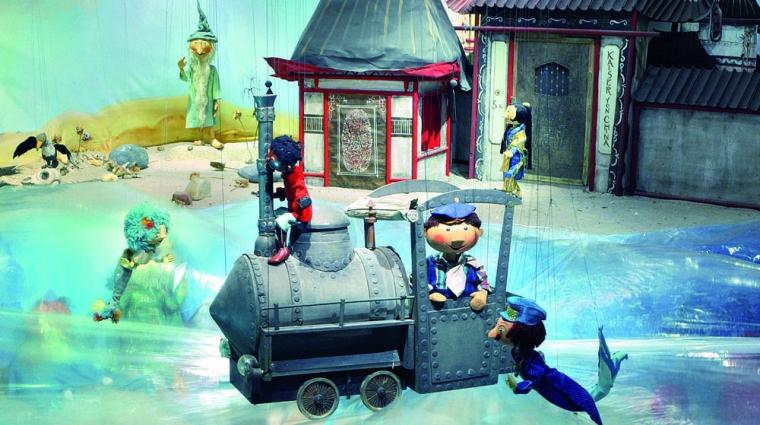 Die Dampflok Emma erlebt mit Jim Knopf und Lukas dem Lokomotivführer viele Abenteuer © Augsburger Puppenkiste / Elmar Herr