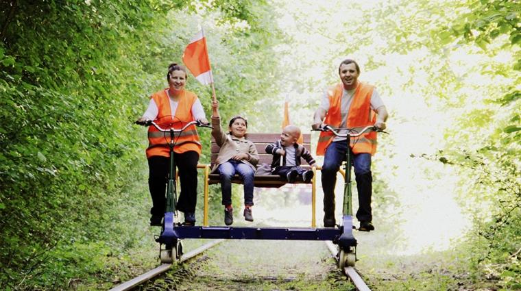 Mit der Fahrraddraisine auf dem Weg nach Hollenbek © Erlebnisbahn Ratzeburg