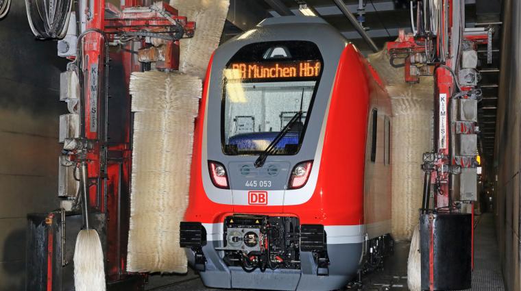 Zug-Waschanlage; Bild: DB AG / Uwe Miethe