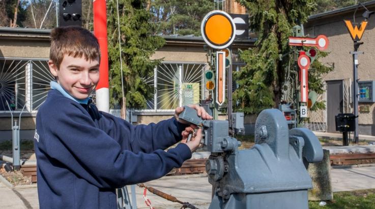 Schrankenwärter bei der Parkeisenbahn Wühlheide © Parkeisenbahn Wuhlheide