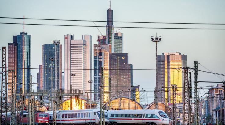 Bahn in Frankfurt / Bild: DB AG/Holger Peters