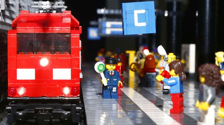 Fahrt frei für den neuen Mini-Hauptbahnhof © LEGOLAND® Discovery Centre Berlin