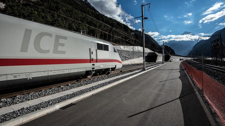 ICE am Nordportal des Gotthard-Basistunnels © AlpTransit Gotthard