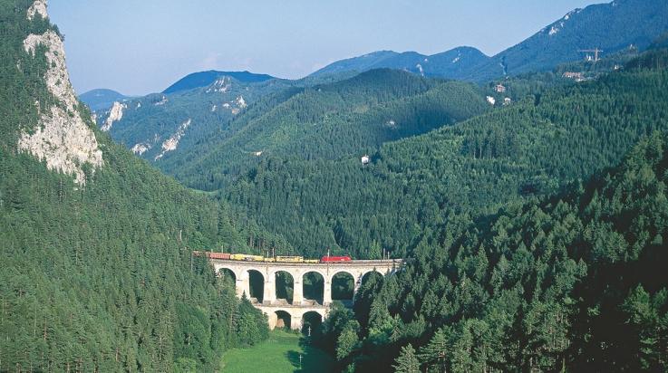 Die Semmeringbahn in Österreich © Österreich Werbung / Diejun
