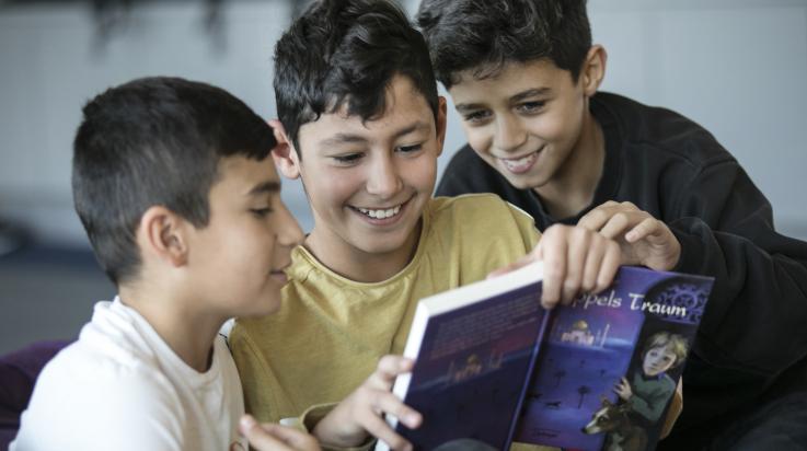 Spaß am Lesen mit den richtigen Büchern; Bild: DB AG/Pablo Castagnola