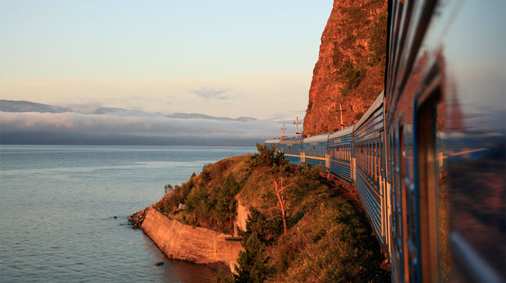 Transsibirische Eisenbahn am Baikalsee © David Forman / Getty Images