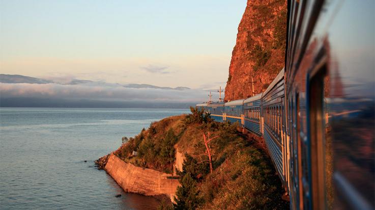 Transsibirische Eisenbahn am Baikalsee © David Forman / Getty Images