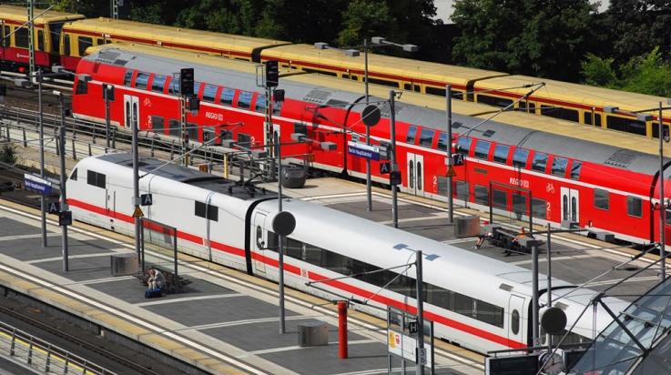 ICE 1, Regionalzug und S-Bahn: Alle diese Züge gehören zur DB; Bild: DB AG / Christian Bedeschinski (DB11753)