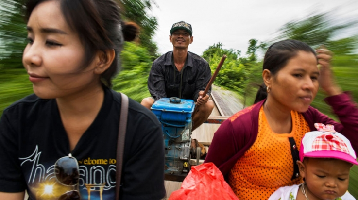 Die Bambusbahn in der Nähe von Battambang in Kambodscha © mauritius images / Hakbong Kwon / Alamy