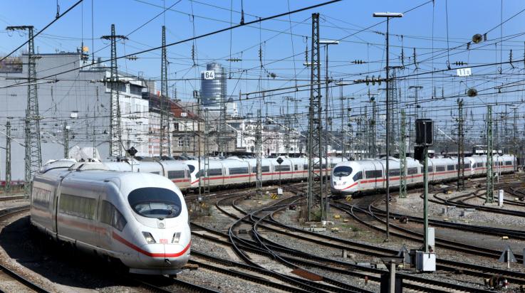 Oberleitungen der Bahn; Bild: DB AG / Martin Busbach (DB110036)